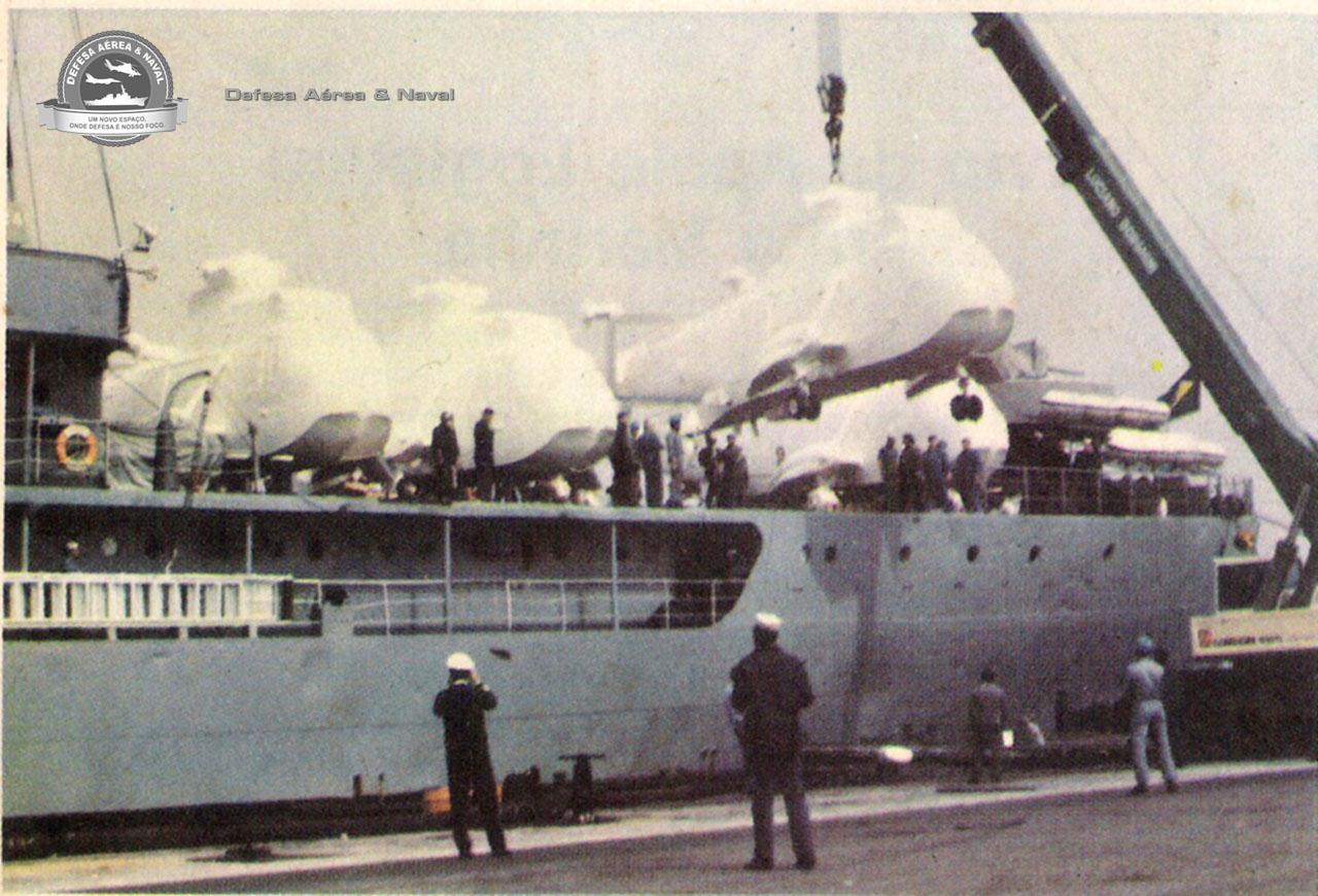 Embarque do SH-3A no Barroso Pereira em La Spezia