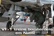 VF-1-treina-bombardeio-em-Natal