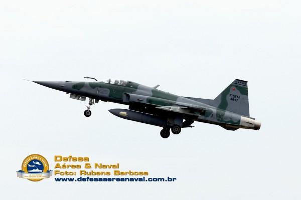 F-5EM_passgem baixa_DCTA