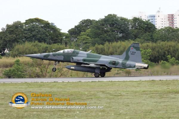 F-5EM_pouso_DCTA