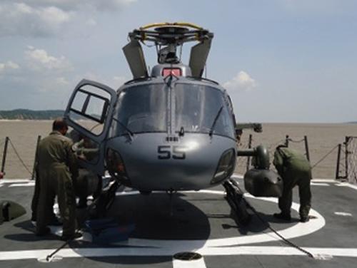 Aeronave UH-12 Esquilo sendo reconfigurada