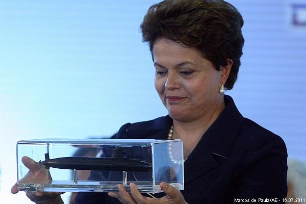Dilma com a maquete do SBr
