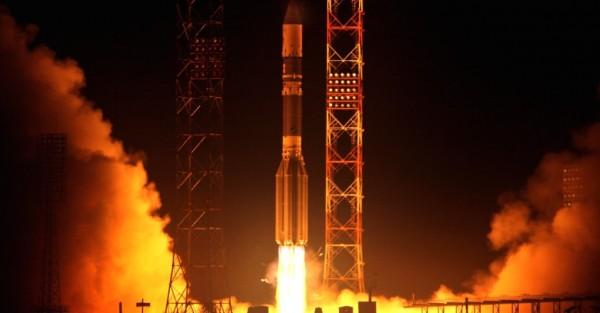 16abr2013---foguete-russo-proton-m-levando-a-bordo-um-satelite-canadense-de-telecomunicacoes-anik-g1-decola-da-cosmodromo---termo-russo-para-estacao-de-lancamento---de-baikonur-no-cazaquistao-1366107765181_956x500