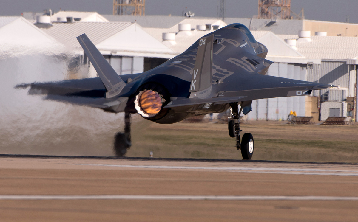 F-35B BF-24 decola de Ewards, CA