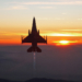 F-16 na Vertigal em Edwards, CA