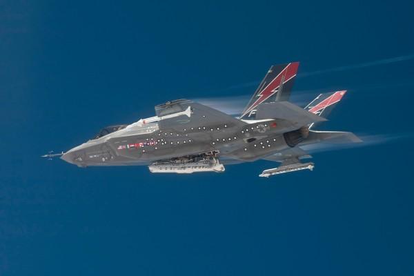 F-35A AF-01 testando compartimento interno de armas