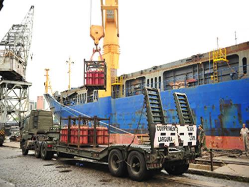 Dez carretas irão transportar os escombros de aço para a base