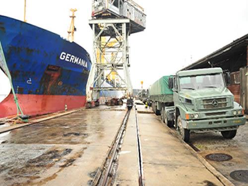 Navio Mercante Germania atracado no Arsenal de Marinha do Rio de Janeiro