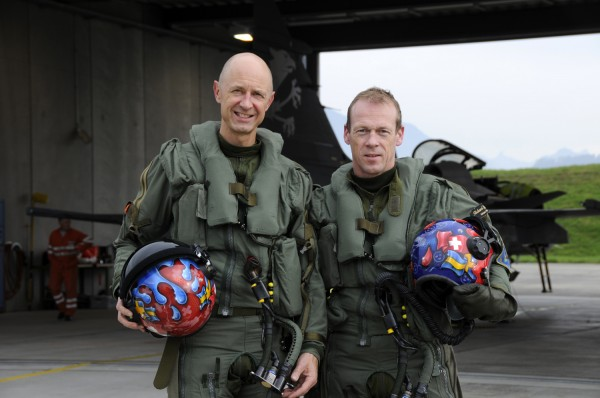 Saab's chief test pilot Richard Ljungberg and Armasuisse's chief test pilot Beni Berset