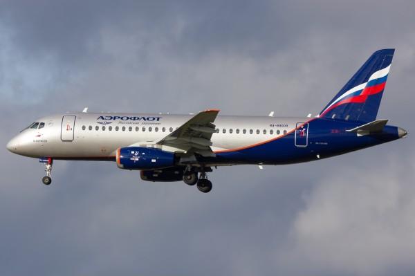 Sukhoi_Superjet_100-95_(RA-89009)