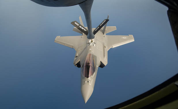 F-35 Realizando REVO