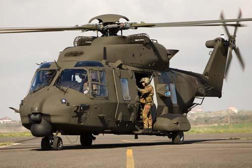 NH90 TTH do Exército italiano com metralhadores laterais