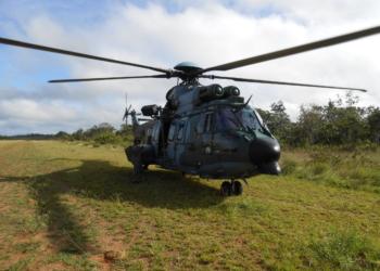 H-35 pousado na Aldeia Bona - Esquadrão Falcão