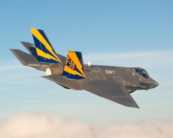 F-35C da USN - Reparar a ponta das asas que podem ser dobradas