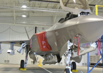 F-35 com o mock up do JSM