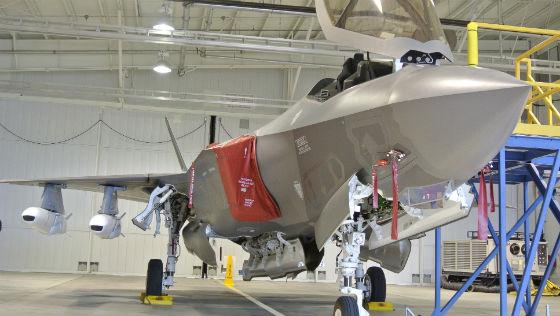 F-35 com o mock up do JSM