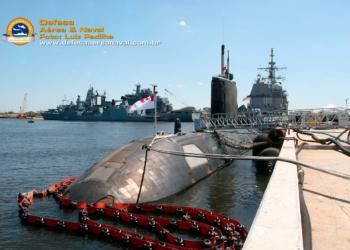 HMCS Corner Brook atracado na Base Naval de Mayport EUA (2009)