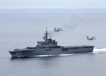 """MV-22B pousando à bordo do """"Destróier"""" Porta-Helicópteros Japonês Hyuga"""