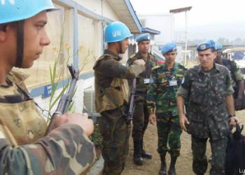 O general Carlos Alberto dos Santos Cruz comanda a força da ONU no Congo