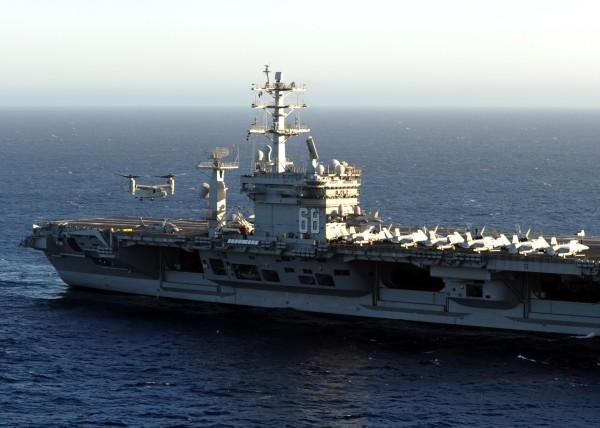 O MV-22 é outro candidato para a substuição dos C-2A. Aqui em treinamento com o USS Nimitz.