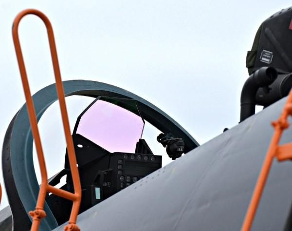 Notar o HUD de grande ângulo do Su-30