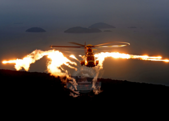 EC725 lança,do Chaff e Flare (Foto: Anthony Pecchi /Eurocopter)