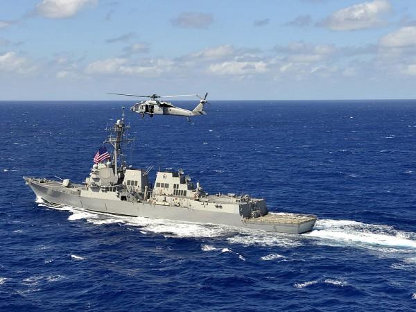 DDG-110 USS William P Lawrence operando com MH-60S