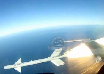 Detalhe do lançamento do PythonIII pelo F-5M
