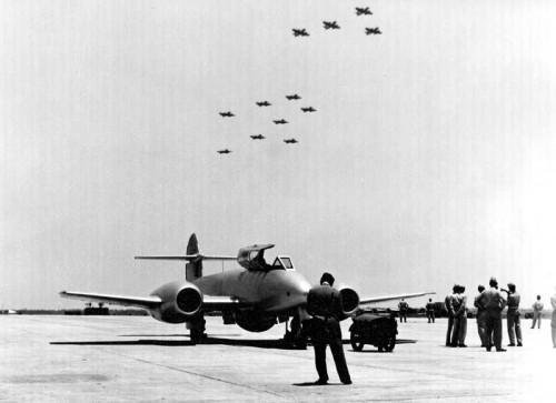 Gloster Meteor F8 formação