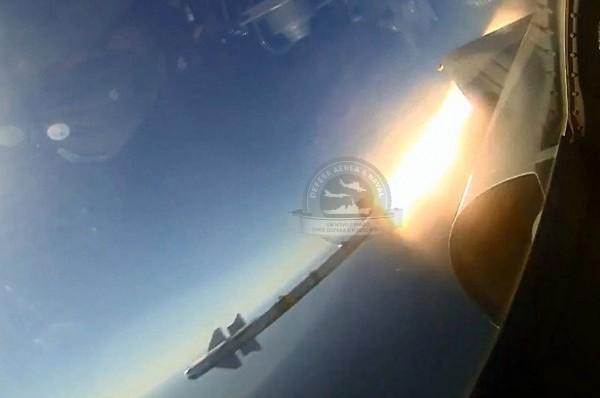 Detalhe do lançamento do Matra pelo Mirage 2000C