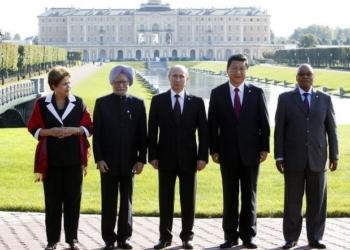 Chefes de estado dos países que formam o grupo dos Brics posam para foto após reunião durante cúpula de G20 em Strelna, próximo a São Petersburgo Foto: Sergei Karpukhin/Reuters