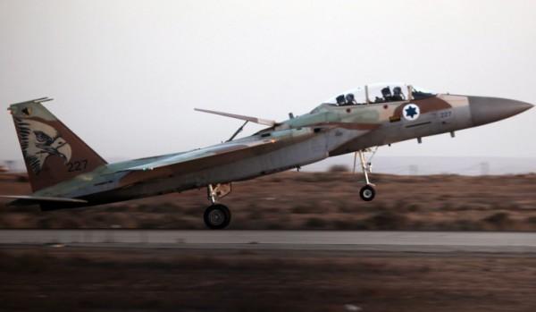 Israeli Air Force F16I jet fighter duirng graduation ceremony outside Beersheva