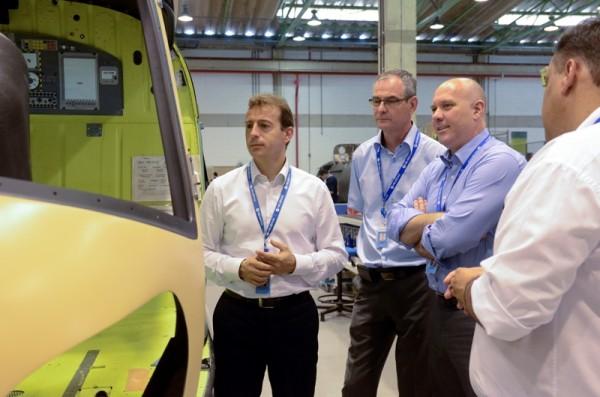 CEO da Eurocopter visita instalações da Helibras