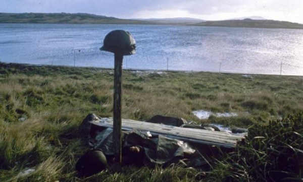 Helmet argentines killed falklands