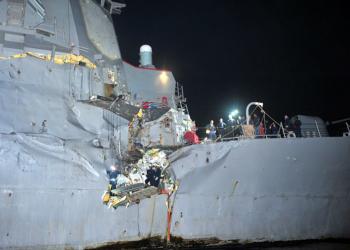 USS Porter - Após a colisão - Foto US Navy