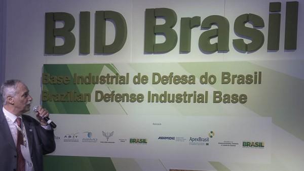 Palestra de apresentação da ABIMDE para delegações estrangeiras, proferida pelo seu vice presidente, almirante Pierantoni Foto Roberto Caiafa