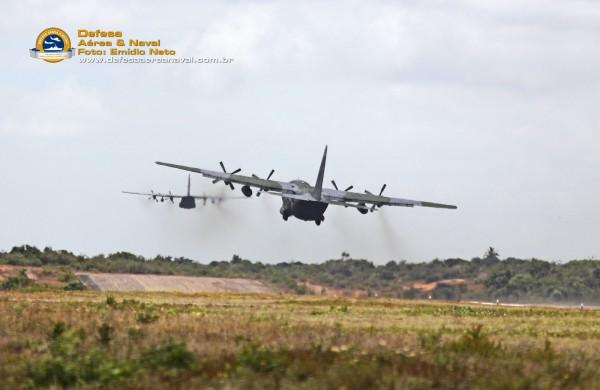 2-C-130-decolam-para-missão