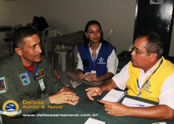 Nosso colaborador Emídio durante a descontraída entrevista com o Cel. Sanabria