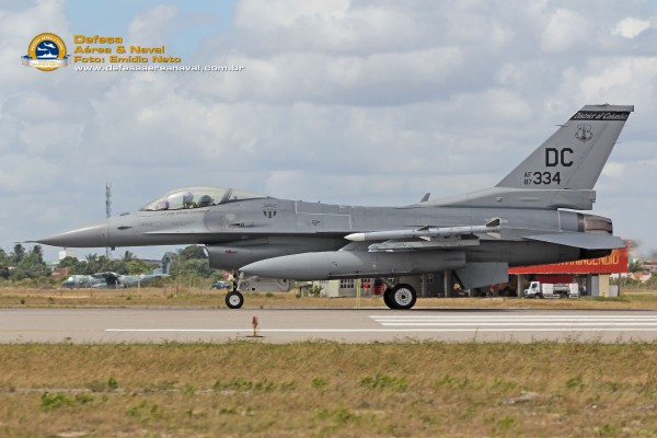 F-16 da USAF pronto para decolar
