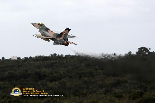 F-16-Venezuela-decolando