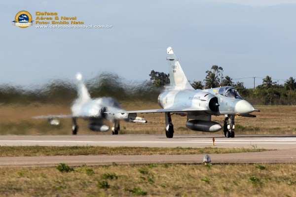 Mirages 2000 da FAB iniciando a decolagem