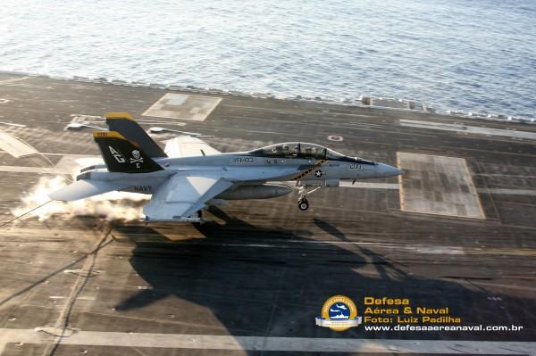 F-18F-Super-Hornet-landing3
