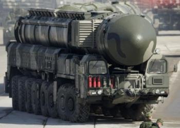 O Topol RS-12M (SS-25 Sickle, na nomenclatura da OTAN) tem um alcance de 10 mil quilômetros e carrega uma ogiva nuclear de 550 quilotons