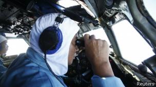 Segundo especialistas, parte da fuselagem deveria flutuar se o avião caiu no mar