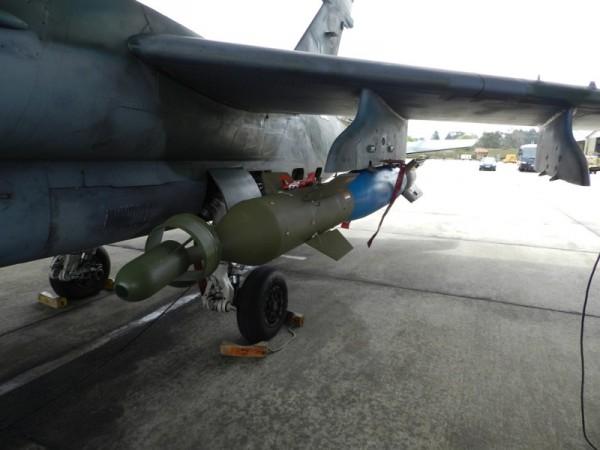 A-1 com dispositivo para bomba a laser