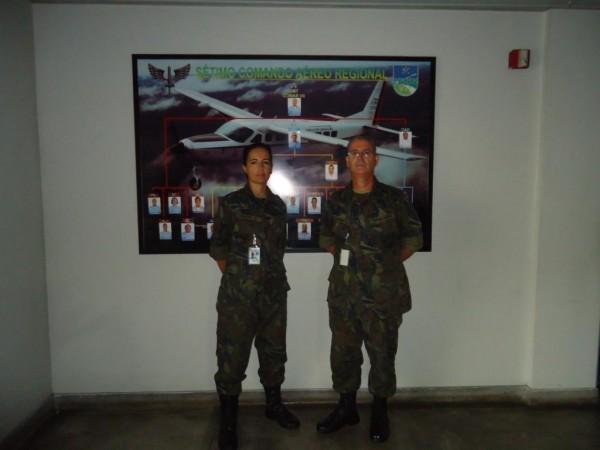 Suboficial Ineze Wollenhaupt de Aguiar e Suboficial Napoleão Vieira de Aguiar Junior