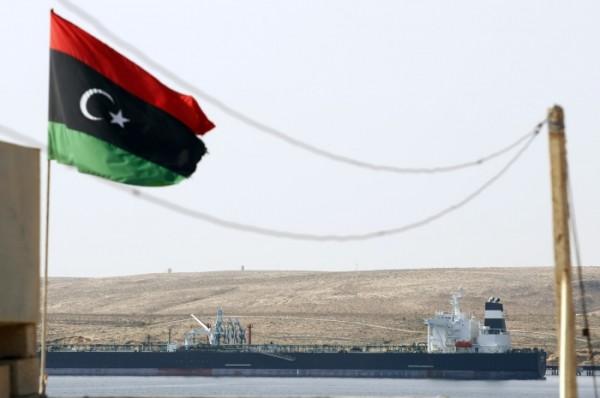 navio-petróleo-rebeldes-líbia-Andrew Winning-06042011-Reuters