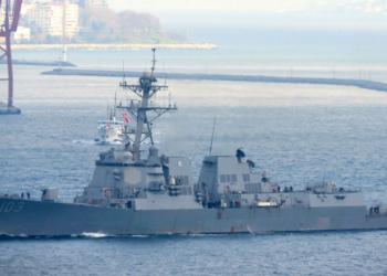 USS Truxtun passou através do Bósforo 08 de março de 2014. Foto: Ms. Eser Çelebiler, via Turkishnavy.net