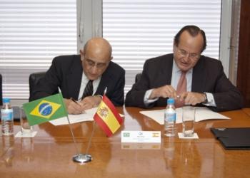 O Presidente de Synergy Group, Germán Eframovich e o Presidente de Navantia, José Manuel Revuelta.