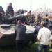 Segundo a repórter da BBC Olga Ivshina, a população local estava 'muito nervosa' quando o comboio militar chegou à cidade